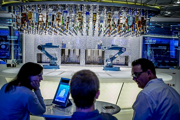 Ovation of the Seas. Bionic Bar.